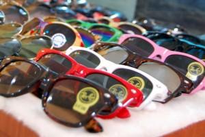Copies so weit das Auge reicht. Brillen, Uhren, Taschen, Kleider und Golfausrüstungen sind nur ein Auszug aus dem Fake-Angebot