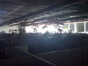 Im Dunkeln ist gut munkeln: Man sieht dass man nichts sieht. Werk ohne Strom. Hier wird nichts mehr produziert.