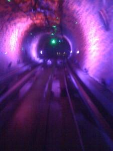 """Wie ein Trip auf LSD: Eine Fahrt durch den """"Bund Sightseeing Tunnel"""""""