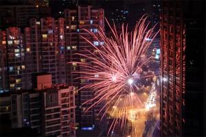 Neujahr auf chinesisch: Was hier als Feuerwerk durchgeht würde bei uns als Kriegsmunition klassifiziert.