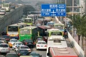 Wer sich an den Verkehr in China erst mal gewöhnt hat tut sich auf Europas Strassen später schwer