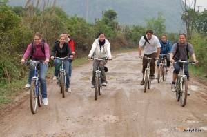 Reisegruppe mit Hinternschmerzen