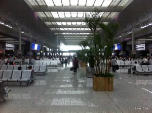 Die Shanghai Hogqiao Railway Station erinnert eher an einen Flughafen als an einen Bahnhof.