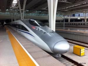 Sieht aus wie aus einem Science Fiction Film - der neue Highspeed-Zug der zwischen Peking und Shanghai verkehrt