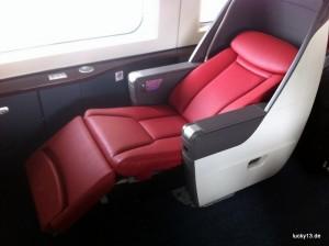 Sitze wie im Flugzeug, inkl. Liegeposition, Hausschlappen und Personal TV